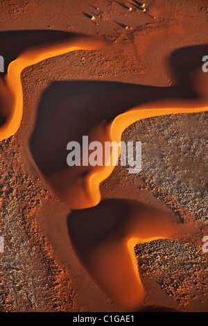 Lever du soleil améliore des motifs réalisés par des dunes de sable. Sossusvlei dans le désert du Namib. Namib-Naukluft N.P, la Namibie.
