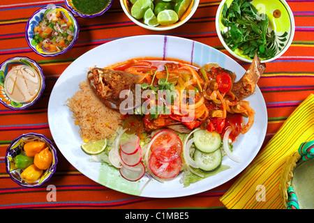 Style Veracruzana mérous de fruits de mer sauces chili mexicain Banque D'Images