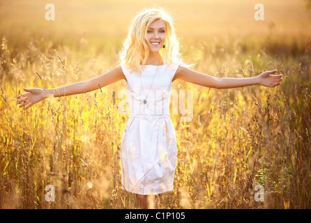 Young woman outdoors portrait. Jaune soleil.