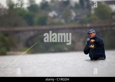 La pêche au saumon sur la rivière Tweed, près de Kelso, dans la région des Scottish Borders. Banque D'Images