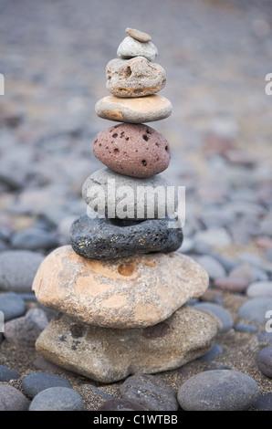 Pile de pierres bien-être sur la plage Banque D'Images