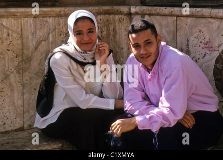 Jeune couple au Caire, Egypte Banque D'Images