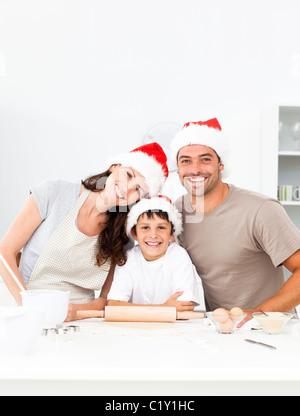Happy Family baking cookies de noël ensemble Banque D'Images