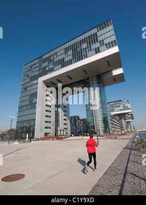 La nouvelle grue Kranhaus ou maisons dans la région de Rheinauhafen Cologne, Rhénanie du Nord-Westphalie, Allemagne Banque D'Images