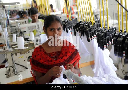 L'Inde, Tamil Nadu, Chennai , femmes travaillent dans l'usine textile du commerce équitable, de la production de Banque D'Images