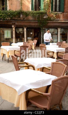 Les tableaux de réglage serveur, le théâtre restaurant, (Al Teatro ristorante) Venise Italie Banque D'Images
