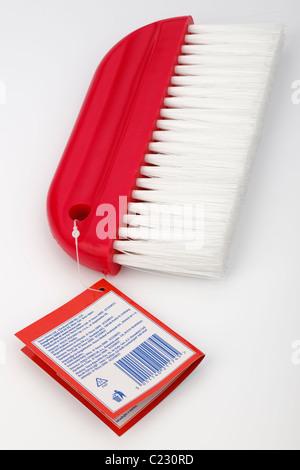 Papier peint rouge et étiquette de brosse de lissage