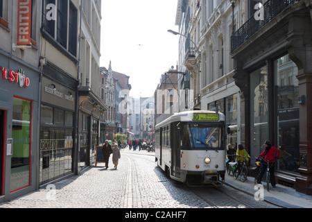Le tramway Melkmarkt dans le centre-ville, Anvers, Belgique Banque D'Images