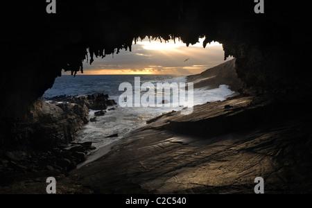 Arche rocheuse et marins Banque D'Images