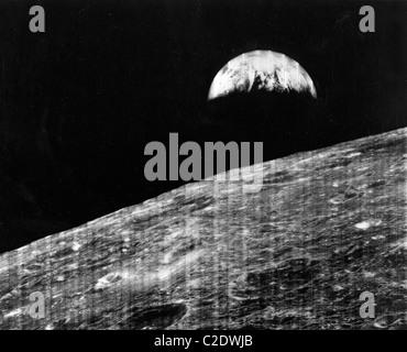 Hausse de la Terre vue de la lune Banque D'Images