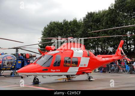 Swiss Air Rescue REGA présente son hélicoptère de sauvetage moderne AgustaWestland Da Vinci à l'Airshow '100 ans Banque D'Images