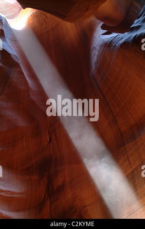 Résumé détail avec faisceau de lumière, Antelope Canyon, près de Page, Arizona