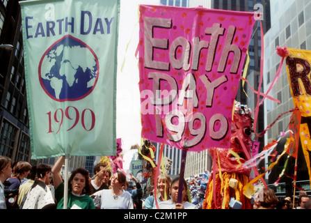 Earth Day Parade et festival à New York le jour de la Terre, le 22 avril 1990. (© Frances M. Roberts) Banque D'Images