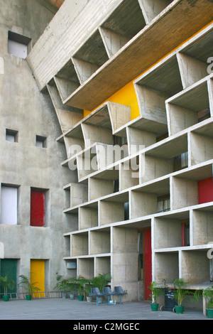 Le Corbusier, Haute Cour détail façade, Capitol Complex, Chandigarh, Punjab, India Banque D'Images