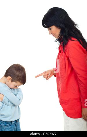 Défendre sa mère naughty fils et il se sent coupable et laisser la tête en bas isolé sur fond blanc Banque D'Images