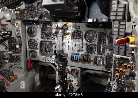 Pilotage et tableau de bord d'un Mig 23 Flogger soviétique capturé du tableau de bord pour l ...