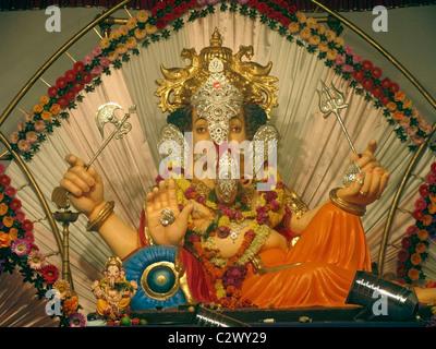 Décoré, idole de Seigneur Ganesh a la Ganesh Festival, Pune, Maharashtra, Inde Banque D'Images