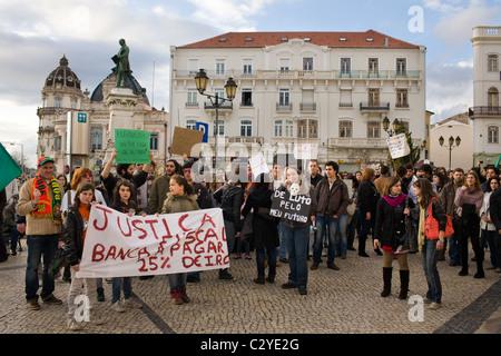 Banque mondiale, anti-pro-jobs protester à Coimbra, Portugal Banque D'Images