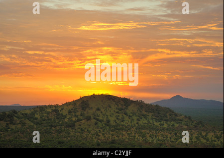 Coucher de soleil sur les collines du Parc National de Boma, au Soudan