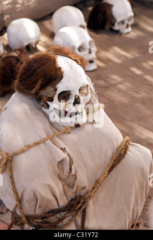 Les gens de Nazca, près de maman, Nazca Pérou, Chauchilla cemetery, à partir d'environ 200 AD Banque D'Images