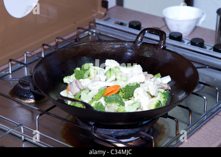 Chou-fleur Brocoli Sauté de porc et légumes au wok d'Asie Banque D'Images