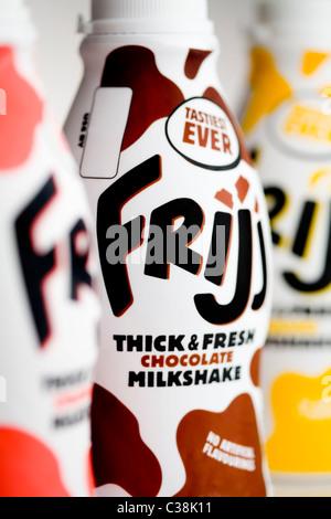 Bouteilles de Frijj Milkshake, un produit Dairy Crest. Banque D'Images