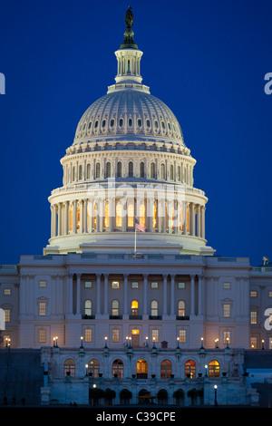 Le United States Capitol à la fin de la National Mall à Washington, DC en début de soirée Banque D'Images