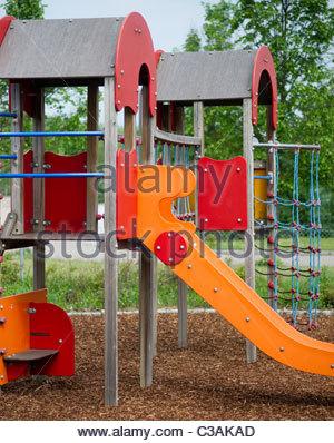 Germany, Bavaria, aire de jeux pour enfants avec toboggan Banque D'Images