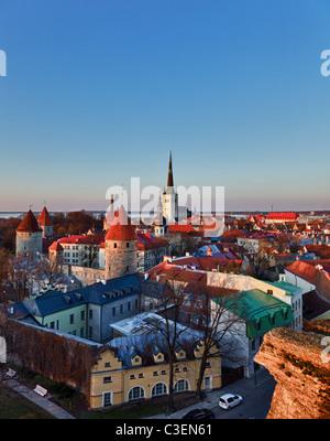 - L'Estonie, la ville de Tallinn au lever du soleil Banque D'Images