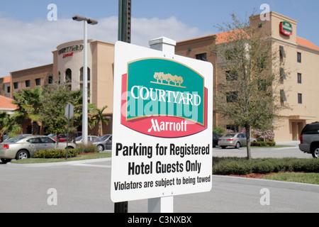 Stuart Floride Courtyard Marriott hôtel motel logement bâtiment stationnement/panneau d'entrée réduite seulement Banque D'Images