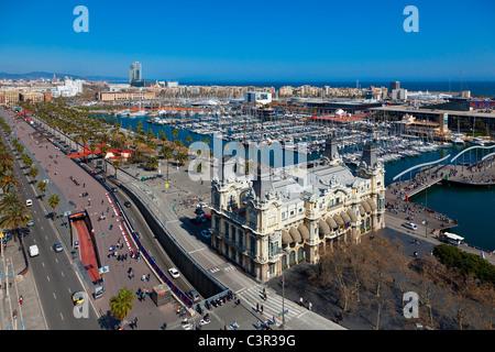 Une vue sur le Port de Barcelone, Catalogne, Espagne, montrant le port Banque D'Images