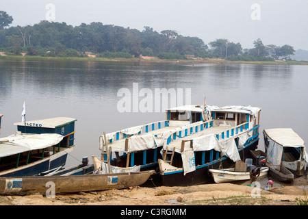 Agi Betou bateaux République du Congo Banque D'Images