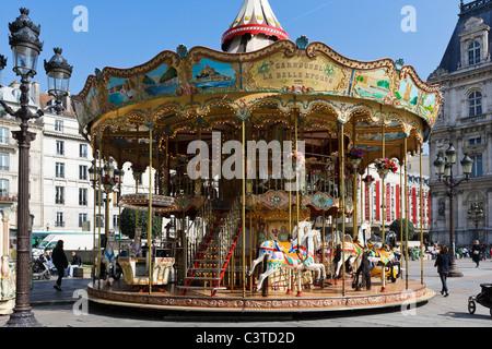 Carrousel en face de l'Hôtel de Ville (mairie), 4e arrondissement, Paris, France