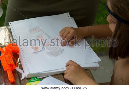 Garçon enfant portrait enfants jouant Banque D'Images