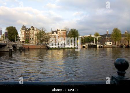 La rivière Amstel et environs à Amsterdam Banque D'Images