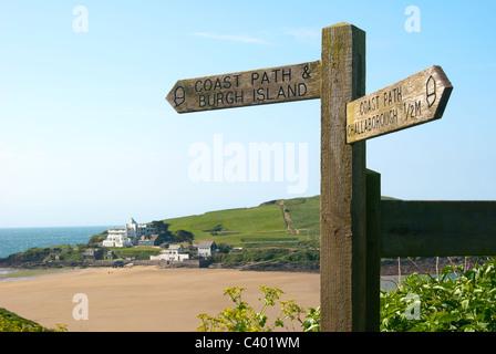 Panneau indiquant la direction de Challaborough et Ile de Burgh, Devon, England, GB. Banque D'Images