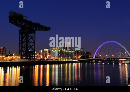 Finnieston Crane et Clyde Arc Bridge at night, Glasgow, Ecosse