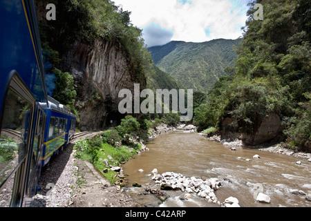 Pérou, Aguas Calientes, Machu Picchu, en train d'Ollantaytambo jusqu'à Aguas Calientes. Banque D'Images