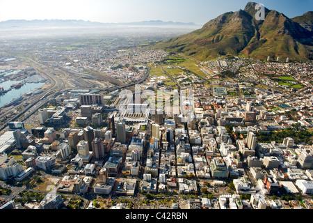Vue aérienne des bâtiments de la CBD à Cape Town, Afrique du Sud. Banque D'Images