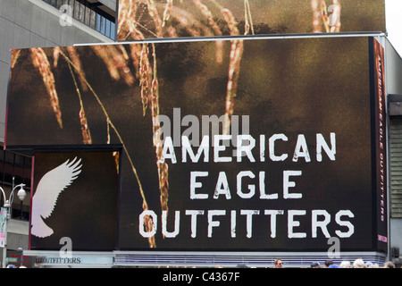 Publicité pour Americann Eagle Outfitters clothing store, Times Square,  Manhattan, New York City c4b8f9ee3aeb