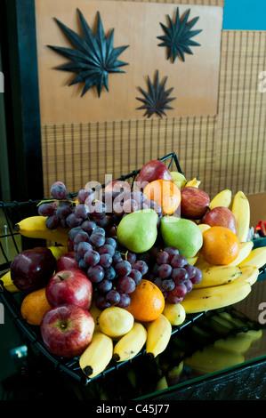 Dans un panier de fruits frais pour les visiteurs d'un centre de vacances le long de la Riviera Maya sur la péninsule du Yucatan, au Mexique, de l'Ouest