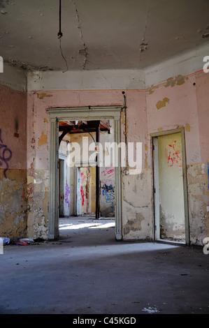 Détail d'une vieille maison en ruine Banque D'Images