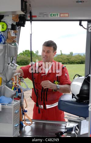 Devon Air Ambulance kit de contrôle de l'équipage en hélicoptère. Devon Banque D'Images