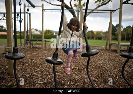 Aire de jeux dans une école locale, Palmerston North, Nouvelle-Zélande. Banque D'Images