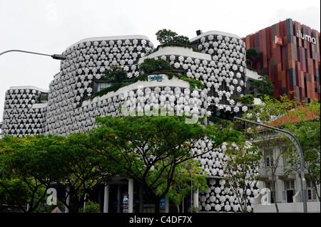 Le centre commercial Iluma, Singapour, qui illumine la nuit est un nowdrop'. Banque D'Images