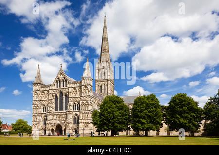 La cathédrale de Salisbury, Wiltshire, Angleterre, Royaume-Uni Banque D'Images