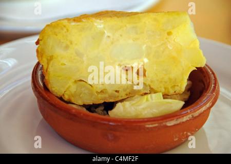 Tortilla espagnole, Malaga, Costa del Sol, la province de Malaga, Andalousie, Espagne, Europe de l'Ouest. Banque D'Images