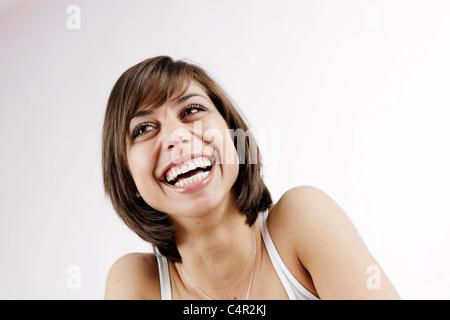 Jeune femme brune, 25 ans, rire, avoir du plaisir, plein de joie - Junge Frau, braunhaarig, 25, lacht, lachend, Banque D'Images