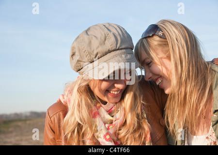 Les adolescents de rire Banque D'Images