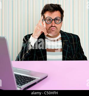 Santa Claus Nerd glasses silly expression coffre · Nerd santa claus avec  des lunettes de myope et stupide de la recherche de l  05a427377348